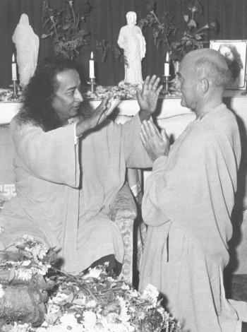 Yogananda blesses Rajarsi